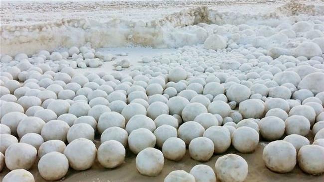 گلوله های برفی غول پیکر در ساحل سیبری