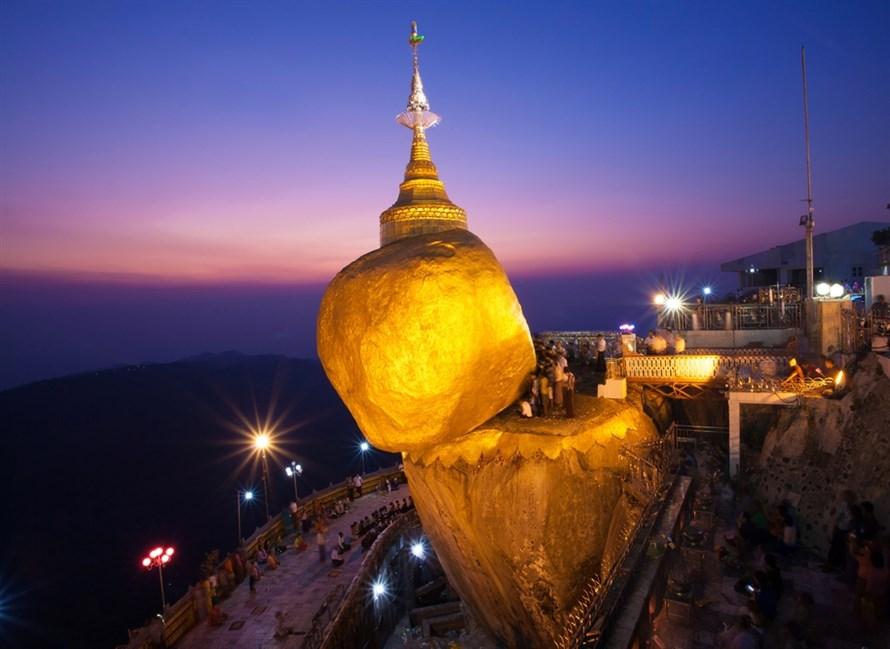 معبد بودایی Kyaikhtiyo آویزان از یک تار موی مقدس!